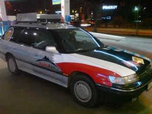 Subaru von Links mit polnischer Fahne