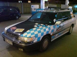 Subaru von rechts mit bayerischen Rauten!