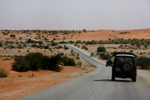 Straße durch die Wüste Richtung Mali